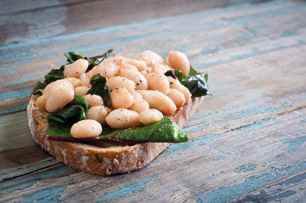 意大利白菜豆是傳統的牛排配菜,口感細膩,有著堅果的清香。CatchaSnap / Shutterstock.com