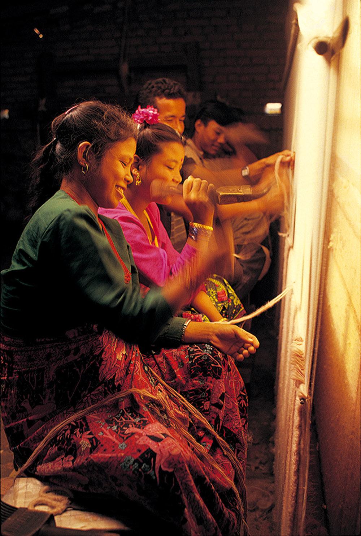 尼泊爾的手工地毯生產工坊。