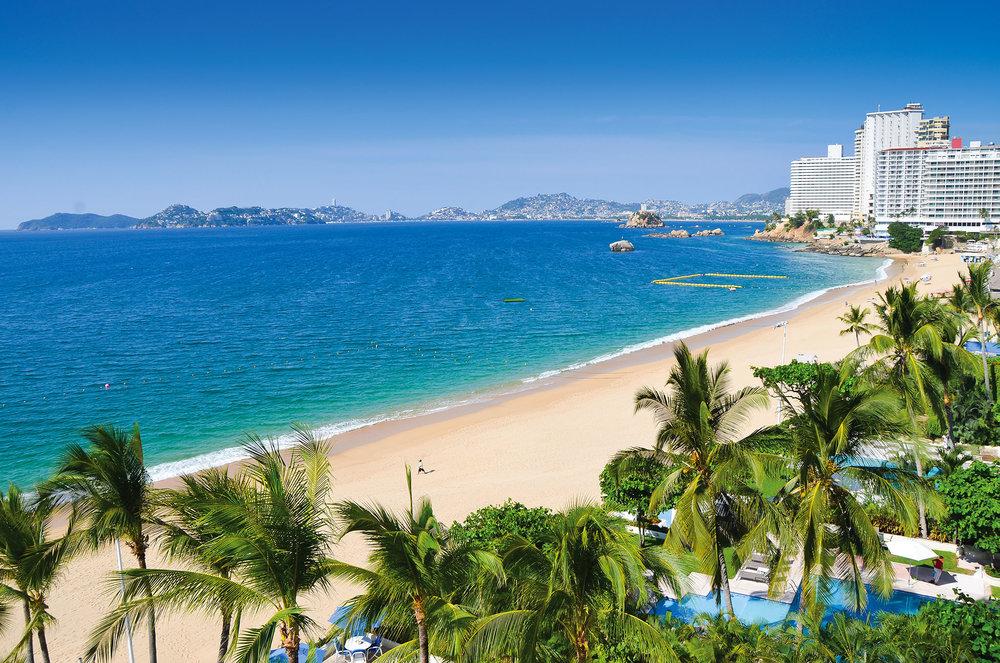 在阿卡普爾科的海岸邊,各類酒店、度假村鱗次櫛比。Rafal Kubiak / shutterstock.com