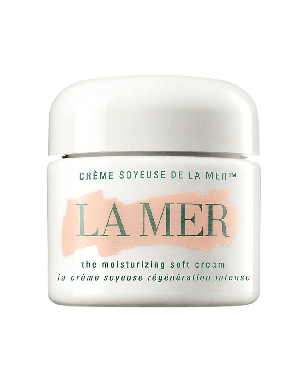 Under the Sea  The Moisturizing Soft Cream by La Mer $390  這款獲得了神奇面霜榮譽的保濕霜是讓La Mer成為傳奇品牌的很大助力。它來自於大海深處的饋贈:稀有的、營養驚人豐富的海帶。這款革命性的保濕霜質地更加輕盈,成為La Mer的明星產品。使用時用指尖蘸取少量塗於面部。