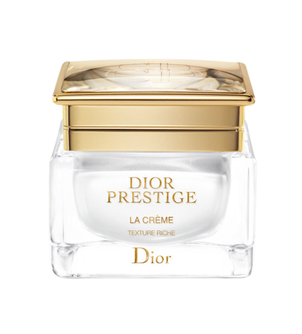 A Rose by Any Other Name  La Crème Texture Essentielle by Dior $460  擁有「花之女王」稱號的玫瑰一直因其癒合舒緩的功效聞名。Dior這款天鵝絨質感的乳霜添加了德葛蘭維爾玫瑰的純花蜜。以指尖蘸取塗於全臉。具體手法請上迪奧網站(dior.com)參考使用說明。
