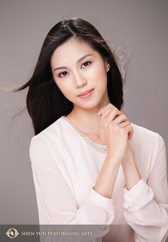 在近八年的光陰裏,林孝紘從一個懵懂少女成長為世界頂級中國古典舞藝術團——美國神韻藝術團的領舞演員。Photo by Larry Dai