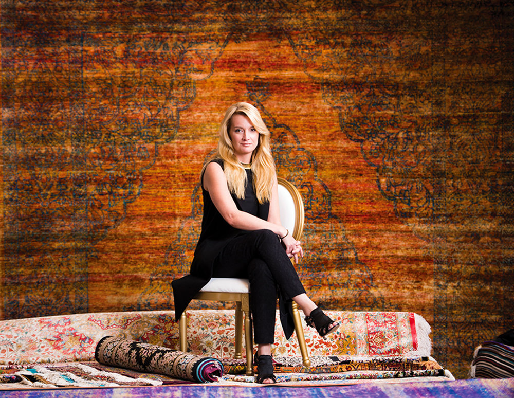 Scarlet Opus的創始人Victoria Redshaw,該公司主要業務為幫助業內人士預測未來室內裝飾設計流行趨勢。《品位》雜誌在溫哥華Pacific Rug Gallery對她進行了採訪。