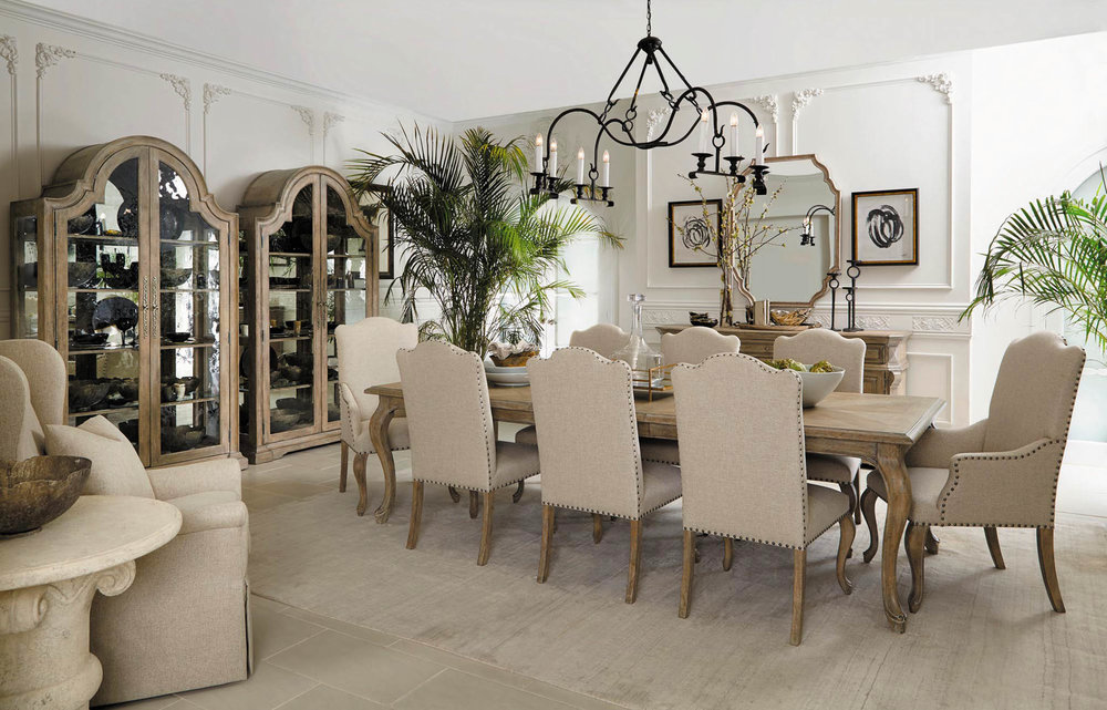 古典歐式原木餐桌、餐椅、展示櫃 At Paramount Furniture, (604) 273-0155 paramountfurniture.ca