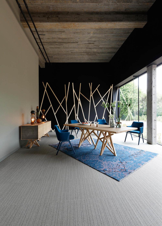 現代風格原木餐桌、邊櫃 At Roche Bobois, (604) 633-5005 roche-bobois.com