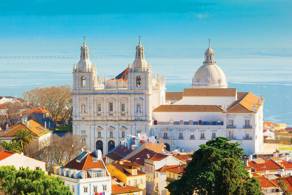 São Vicente教堂遠景,這座壯麗的教堂最初建立在1147年。Roberta Patat / shutterstock.com