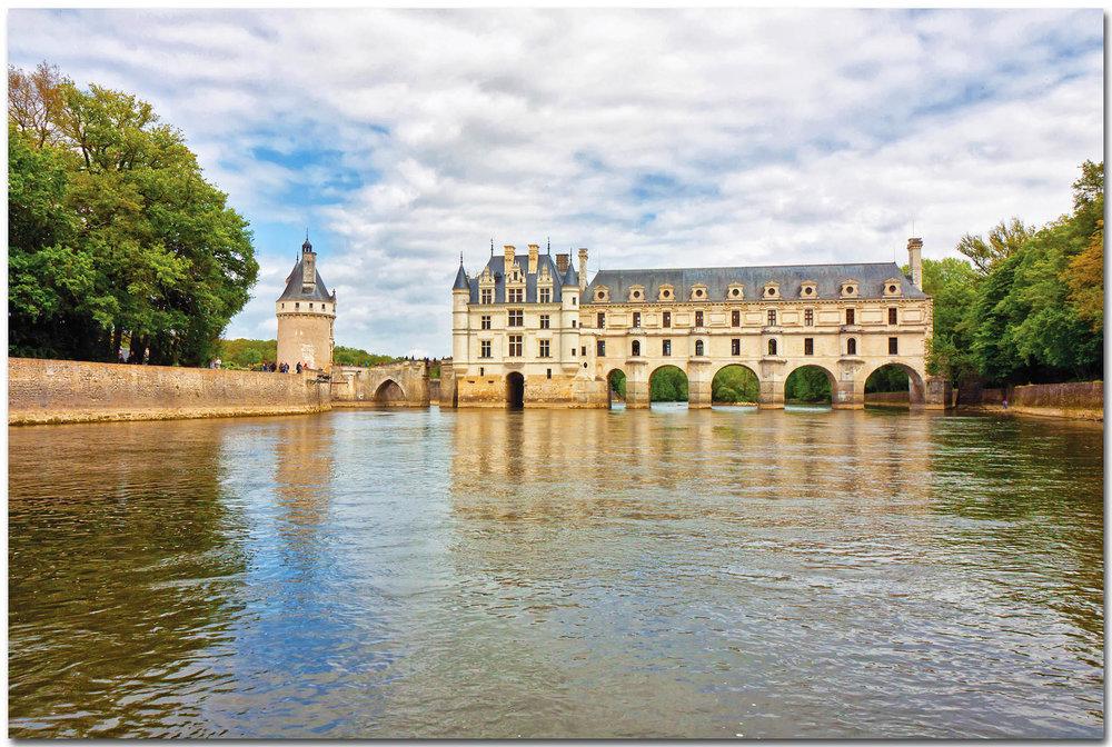 優雅地跨越在謝爾河上的舍農索城堡,是盧瓦爾地區最著名的城堡之一。Christophe Faugere / shutterstock.com