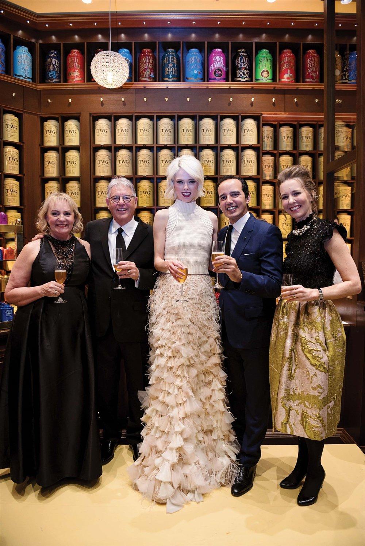 從左至右,VanSing Distribution Group的Karinna 和Tom James、超模Coco Rocha、Taha Bouqdib、Maranda Barnes。