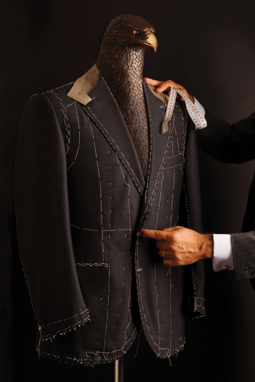 Ricci的訂製西裝完全按照傳統工藝,採用純手工裁剪縫製。