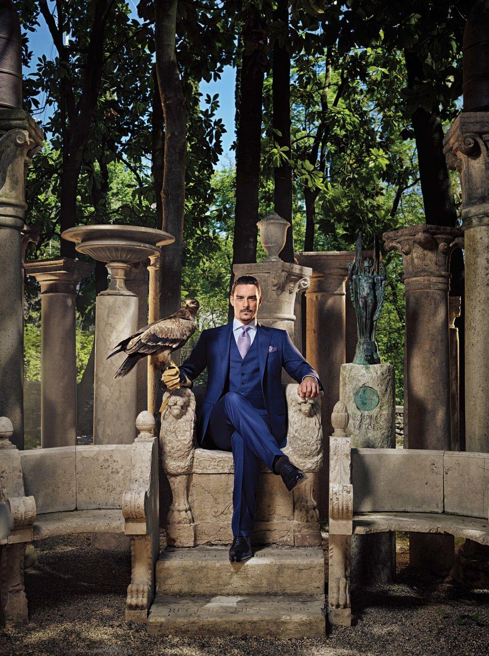 雄鷹是Stefano Ricci品牌的標誌之一,Stefano Ricci的腰帶扣上就有一隻雕琢精美的珠寶雄鷹頭像。此外,在品牌的廣告大片和視頻中,也經常出現雄鷹的身影,象徵著品牌雄心勃勃、高瞻遠矚的精神內涵。