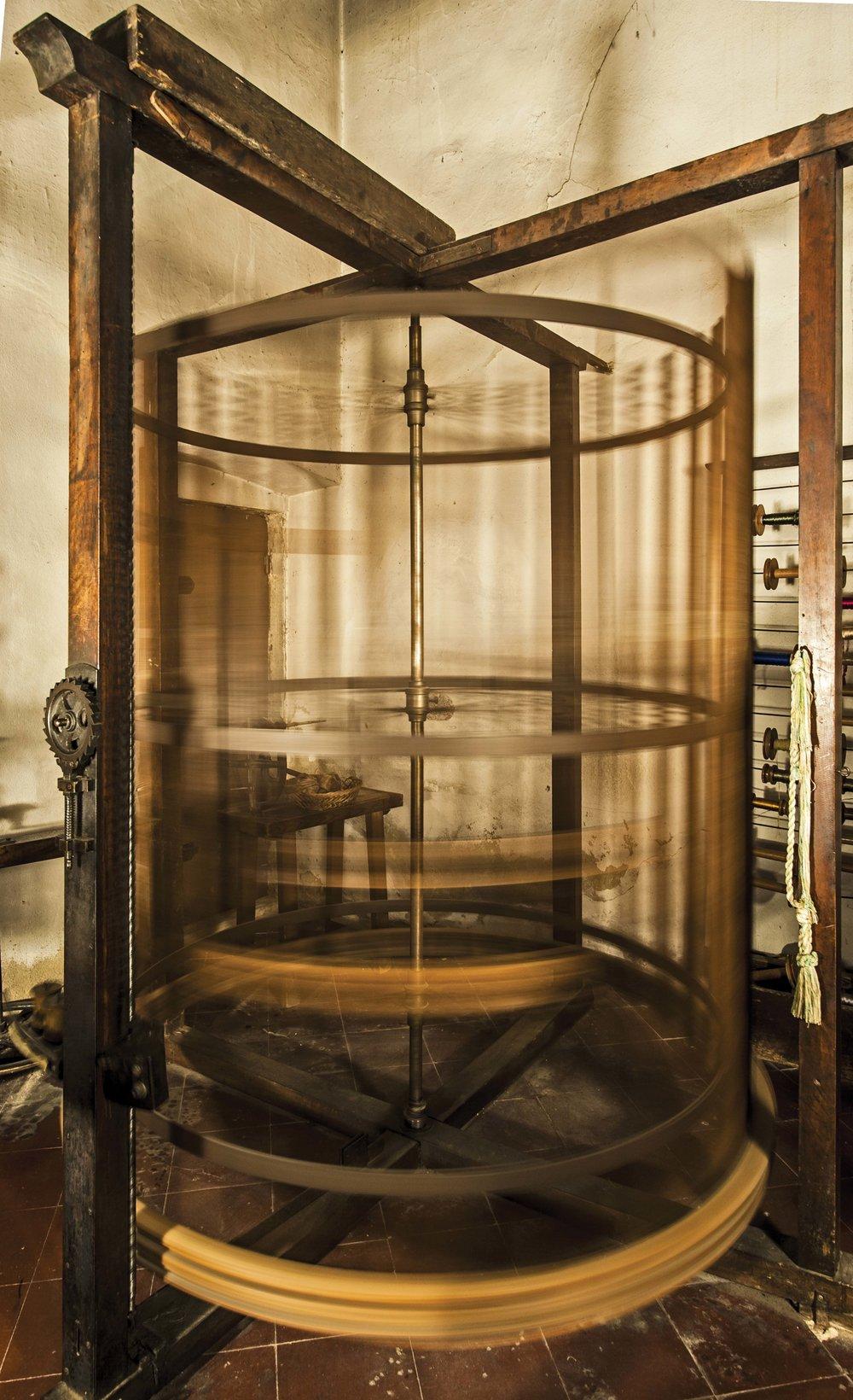 十七至十八世紀手工操作的織布機,由萊昂納多•達芬奇發明,至今依然可以紡出精美華麗的真絲錦緞。