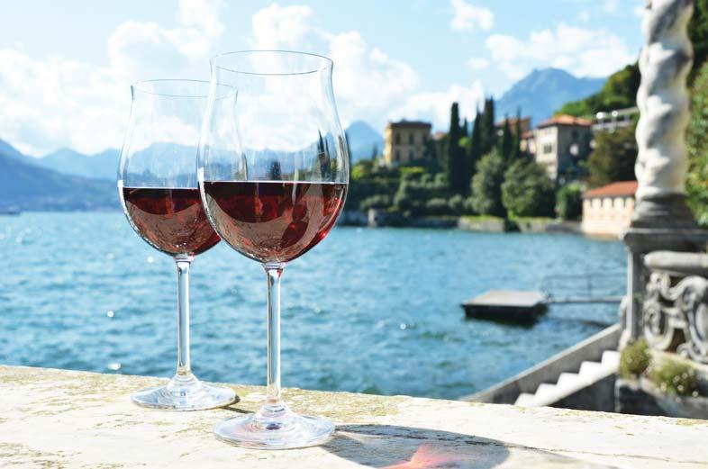 自Monastero別墅酒店的露臺上欣賞科莫湖的美景。 Capricorn Studio / Shutterstock.com