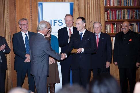 2011年,瑞典國王卡爾十六世.古斯塔夫親手將國家年度「新創業者先鋒獎」頒發給Vasilios Zoupounidis,圖為頒獎典禮現場。