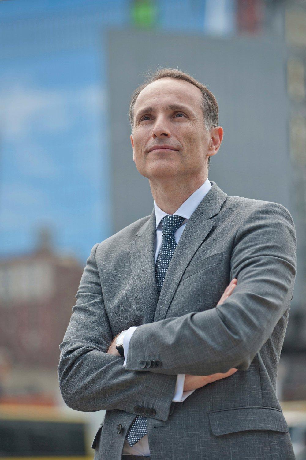 2015年,Vasilios Zoupounidis將總部設立在紐約的《大紀元時報》引入了瑞典,從生意人成為了媒體人,翻開了自己事業的新篇章。