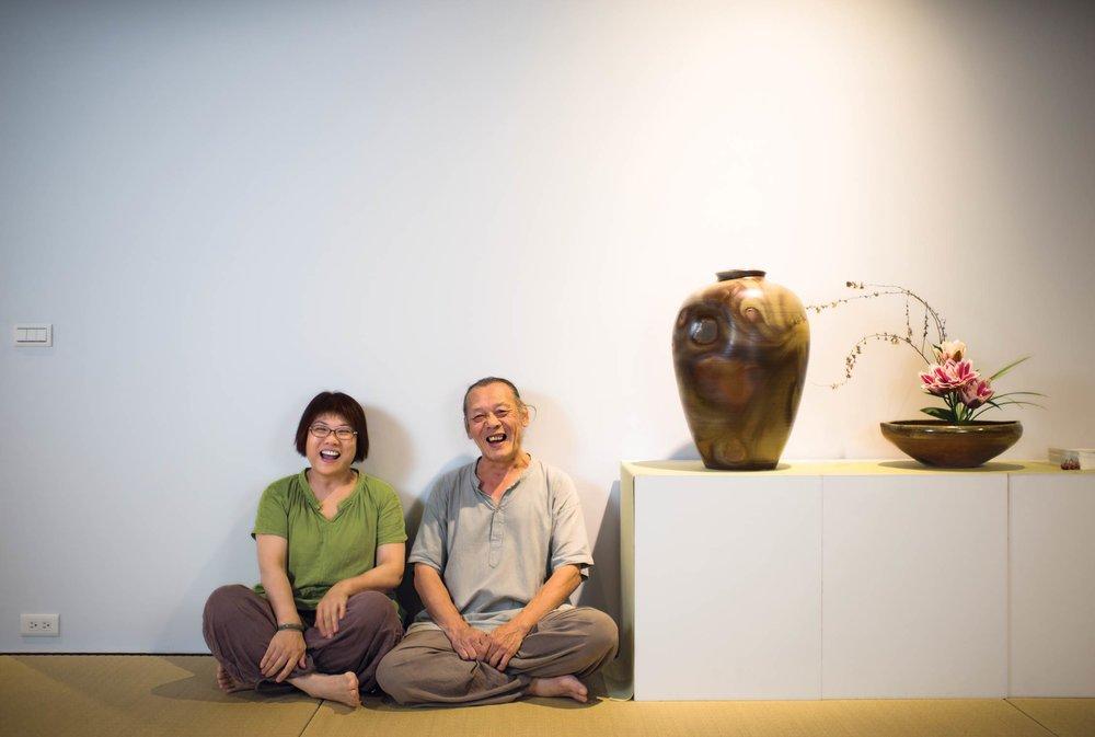六年時光裏,田承泰在太太陳羽蓮的支持下,研發燒製出了在現代幾乎失傳的柴燒陶器,成為著名的柴燒大師。六年時光裏,田承泰在太太陳羽蓮的支持下,研發燒製出了在現代幾乎失傳的柴燒陶器,成為著名的柴燒大師。