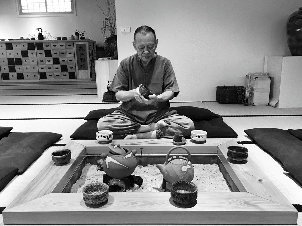 田承泰從不折衷,他的作品,不滿意的就都毀掉,往往幾窯上千件燒下來,只留下完美的幾十件。