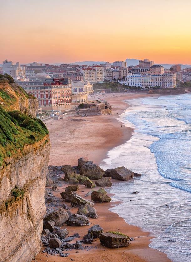 比亞里茨海灘的美麗日落景色。Boris Stroujko / Shutterstock.com;
