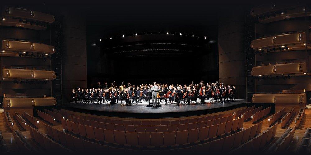 Johannes與加拿大歌劇院的樂團在四季演藝中心R. Fraser Elliott音樂廳。Photo by Michael Cooper