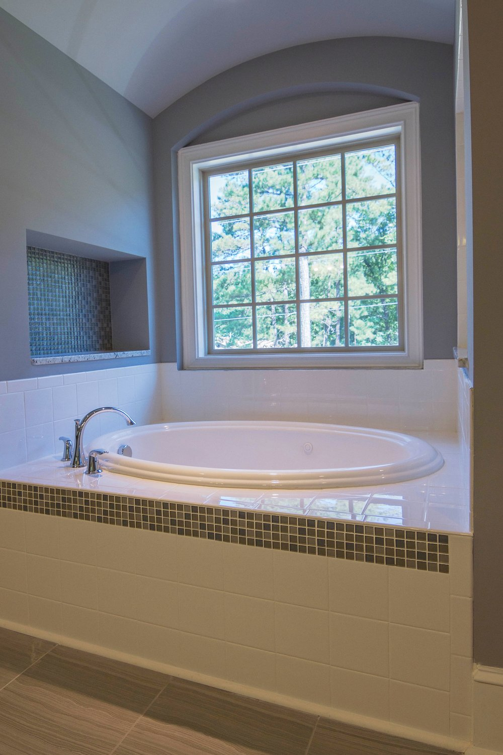 ~27 - Master Bath Tub 237_batch.jpg