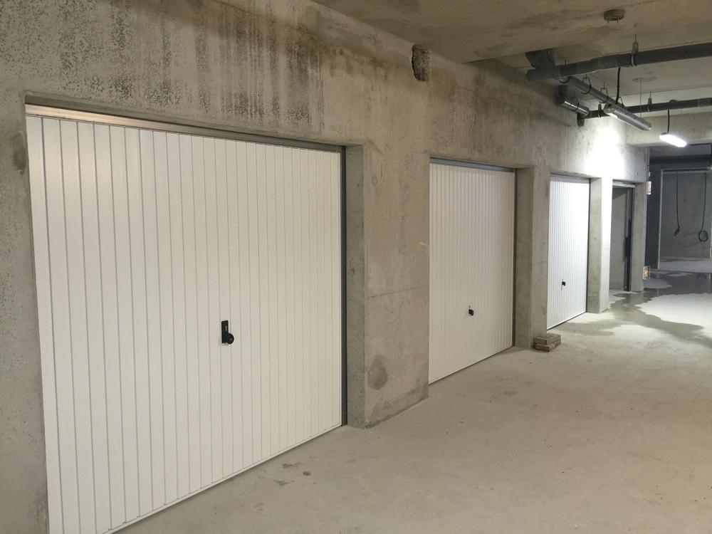 Mise en place des portes de boxes en sous sol