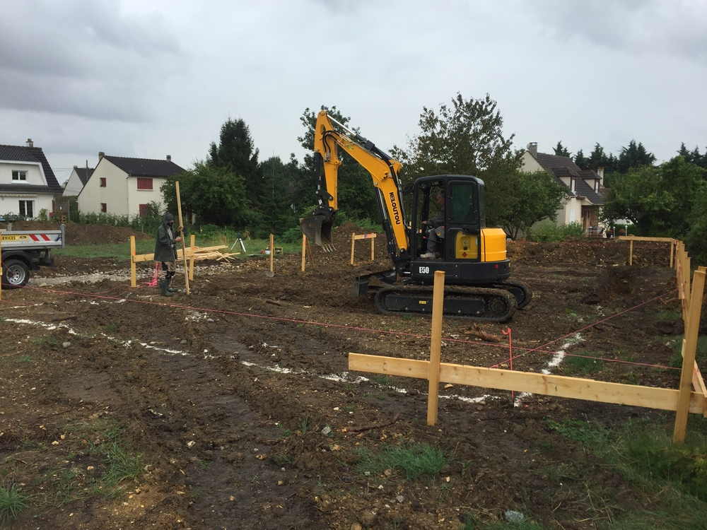 Ouverture des fouilles pour le coulage des fondations