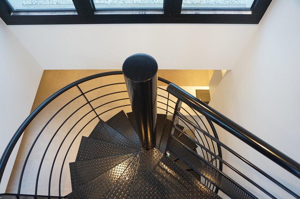 Escalier d'accès au rooftop