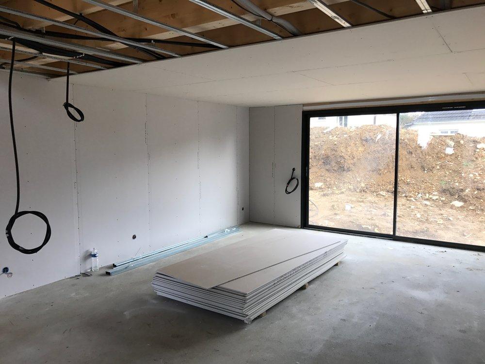 Mise en place du fond plafond dans le séjour