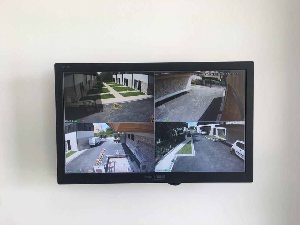 Pose des écrans de contrôle de la résidence