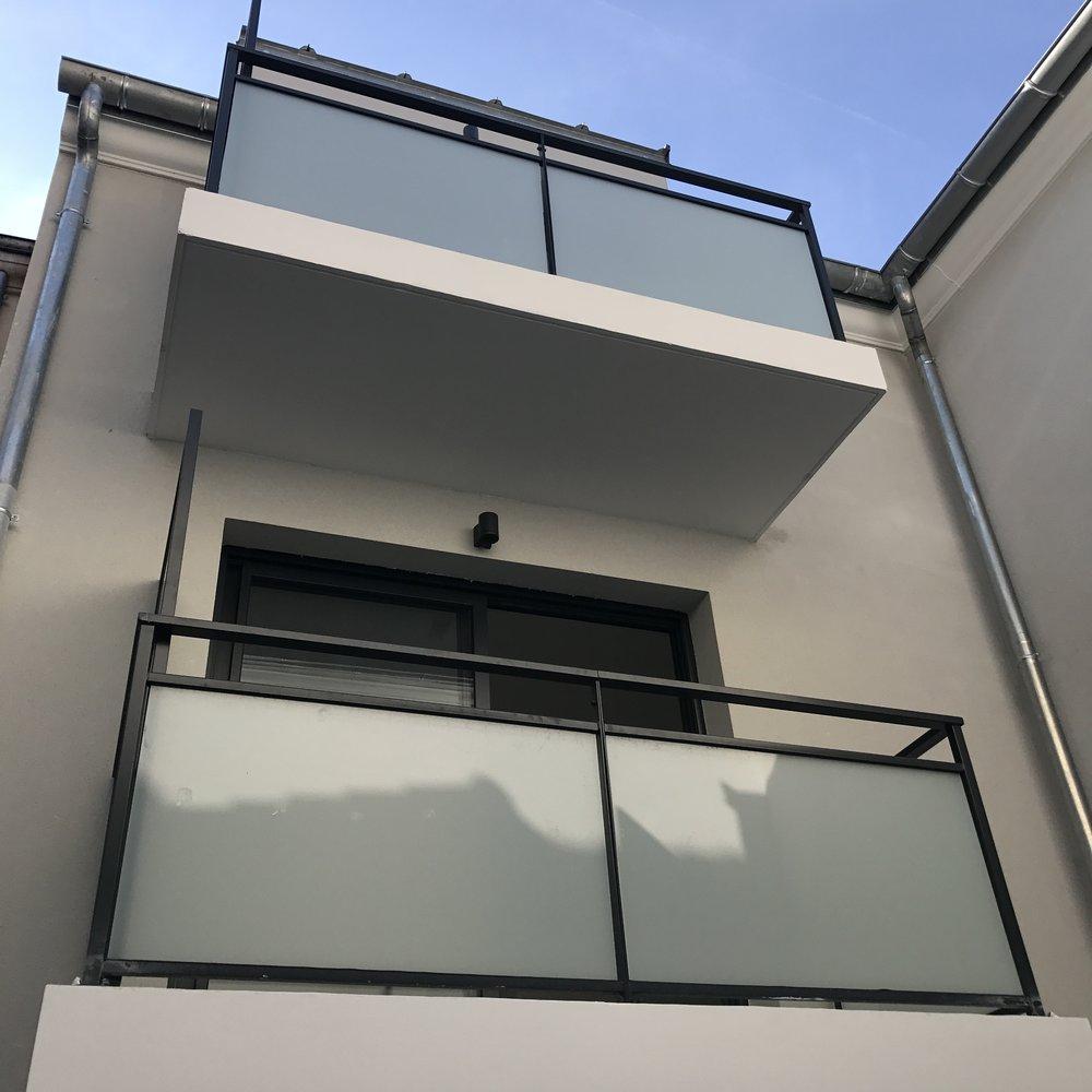 Balcons sur cours intérieure
