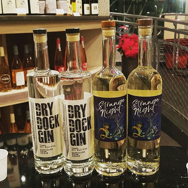 Who DOESN'T want a free cocktail on a Saturday night?  Drop on by for a Grey Dog with Strange Night Vodka or a Gin and Toney with Dry Dock Gin at Wine Legend in Brooklyn until 9 pm!  #brooklynspirits #brooklyn #nyc #localspirits #food