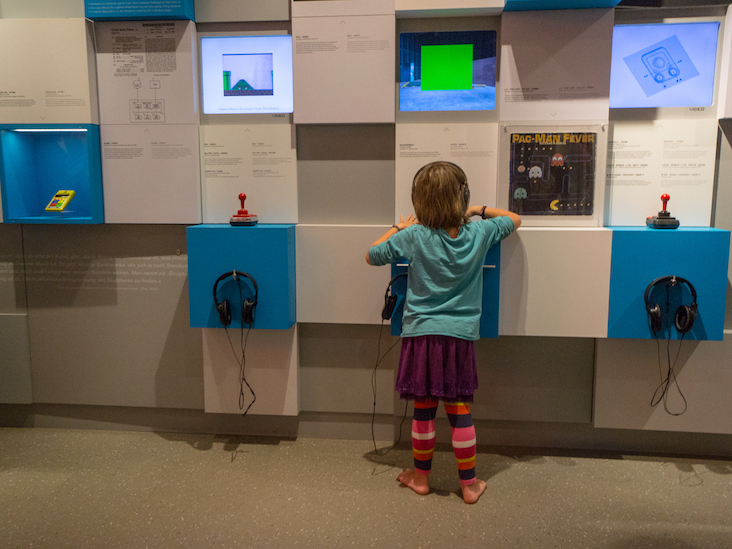 Kid enjoying the Computerspielemuseum, Berlin