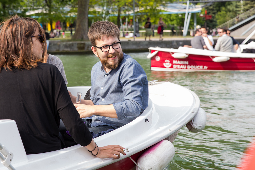 criteo employees on boats at team building event at bassin de la