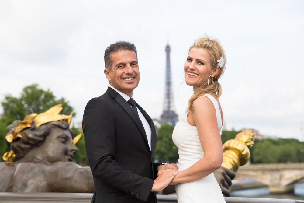 couple pose for paris photo shoot