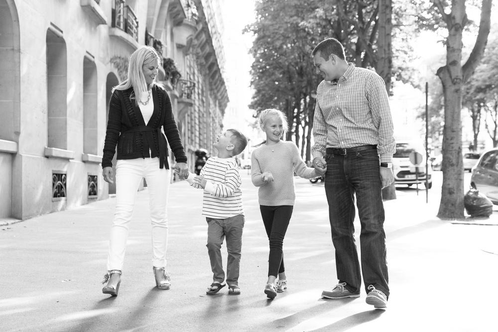 4335-family-of-four-in-paris-2.jpg