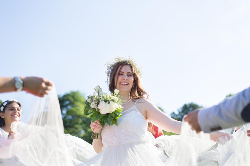 e_newly-weds-paris-3.jpg