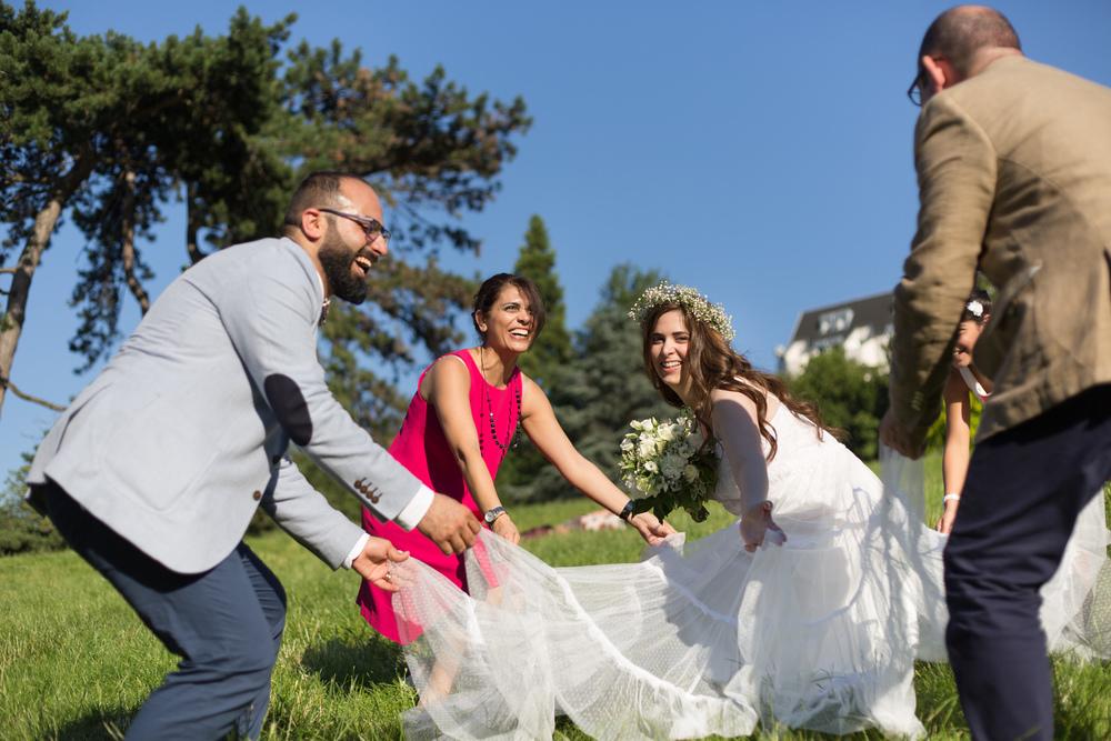 e_newly-weds-paris-5.jpg