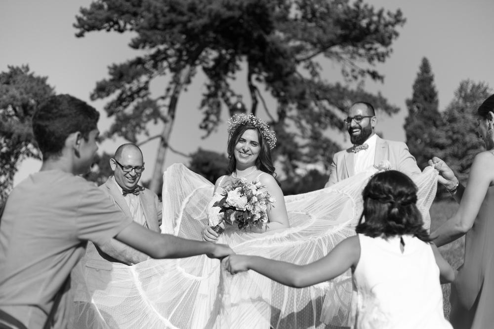 e_newly-weds-paris-12.jpg