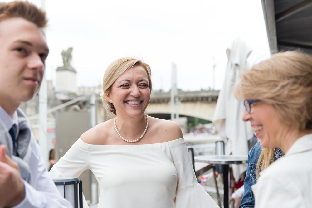 p_wedding-reception-on-paris-boat-17.jpg