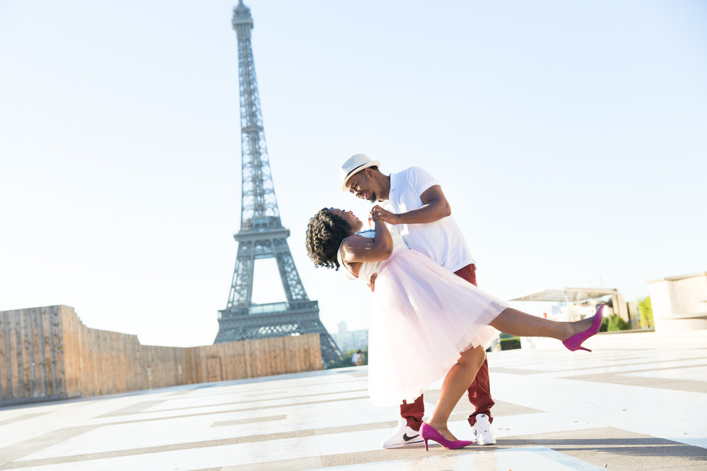 5366-romantic-couple-at-trocadero-paris.jpg