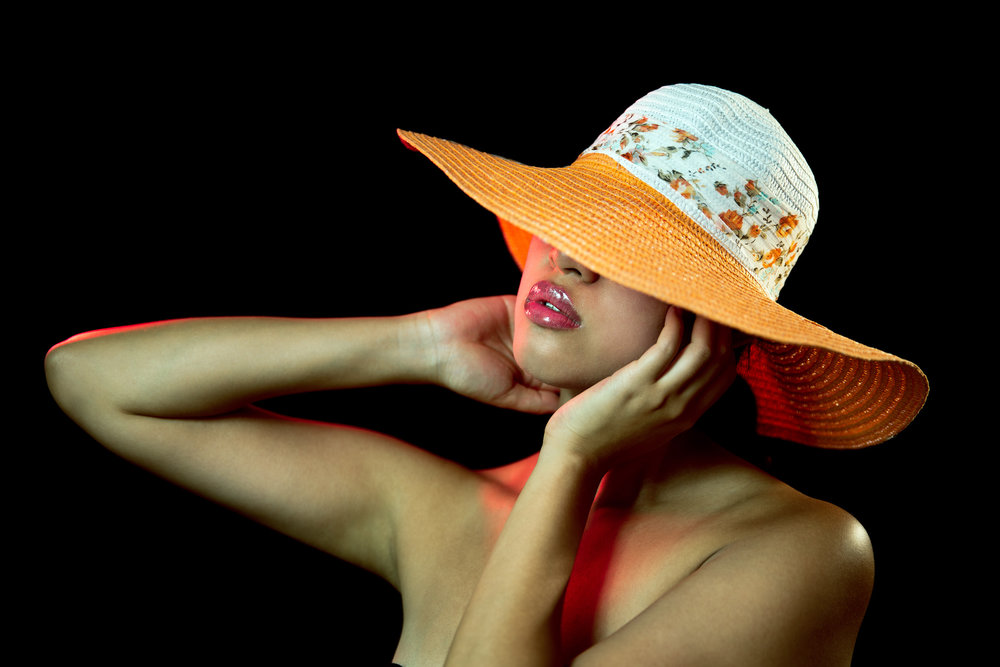 model modeling hat in photo studio paris