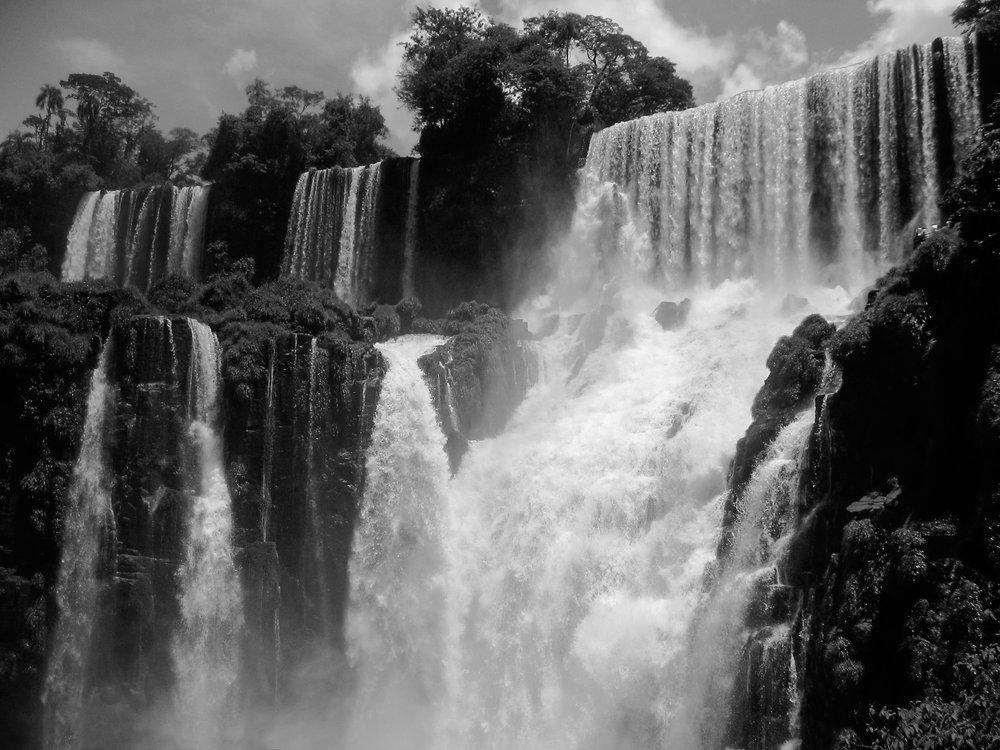 iguazu-falls-7099-_chain-of-falls-closeup.jpg