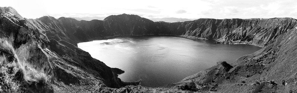 latagunga-to-chugchilan-gringoloop_quilotoacrater-past-guayama-to-chugchilan-9335-9-_crater-panorama-inside-crater.jpg