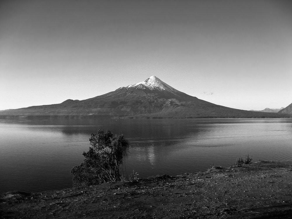 roadtrip-9509-_volcano-across-lake.jpg