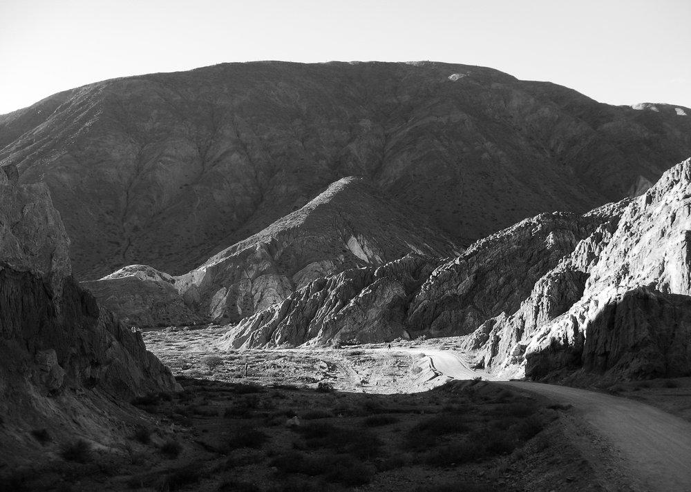 salta_excursion_jujuy_pumamarca-1458-_dry-valley-trail-2.jpg