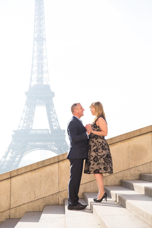 0720-kissing-on-trocadero-steps.jpg
