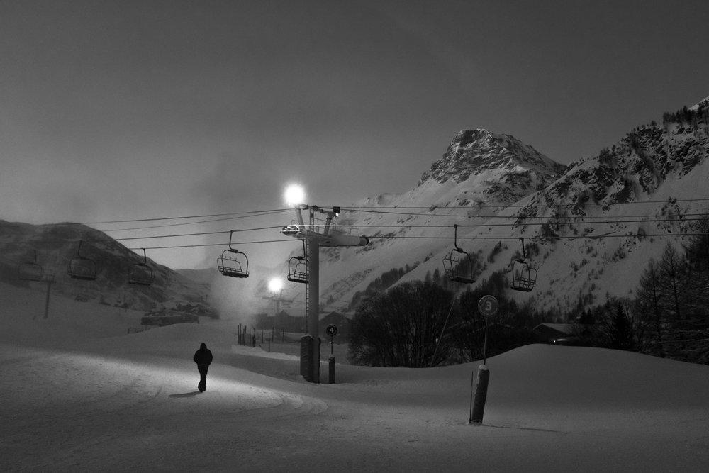1952-savoie-night-time-snowboarding.jpg