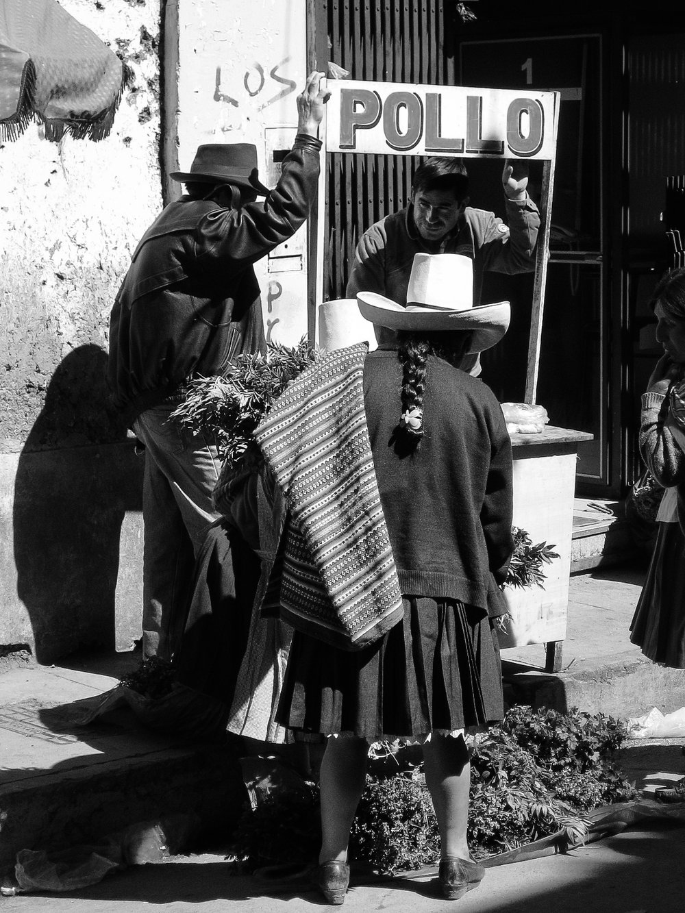 cajamarca_town-6028-_peruvian-woman-at-pollo-stand.jpg