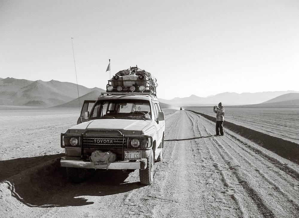 uyuni_salt-flats_day3-9062-_japanese-tourist-photographing-jeep-in-desert.jpg