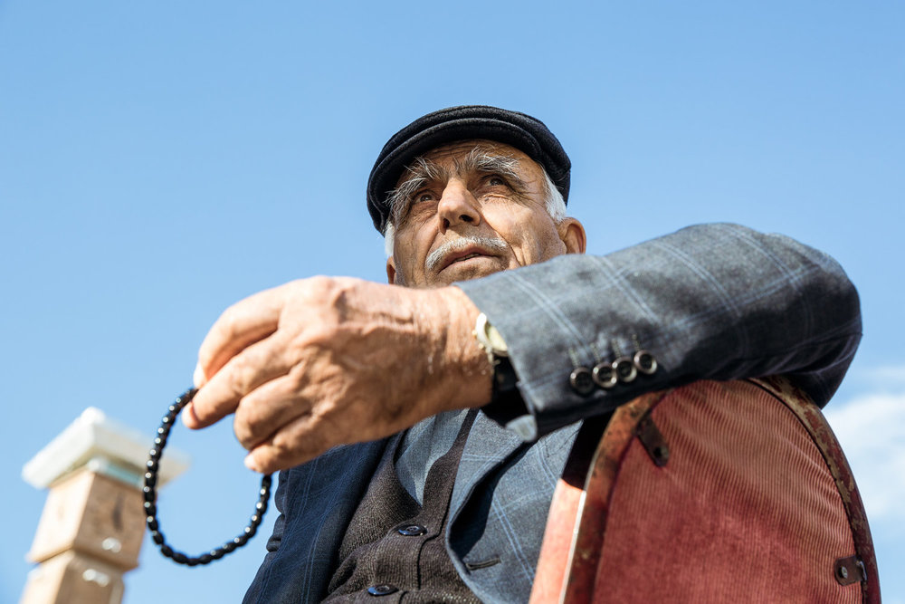 urgup_outside-mosque-4612-old-man-on-chair-holding-prayer-beads.jpg