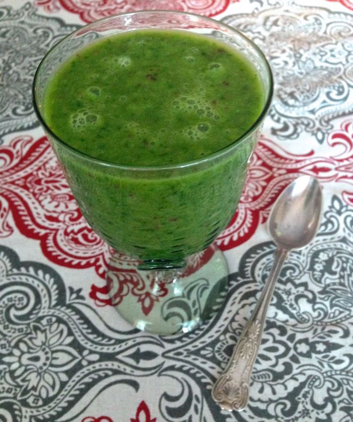 Creamy-kale-smoothie-with-ginger-and-lemon